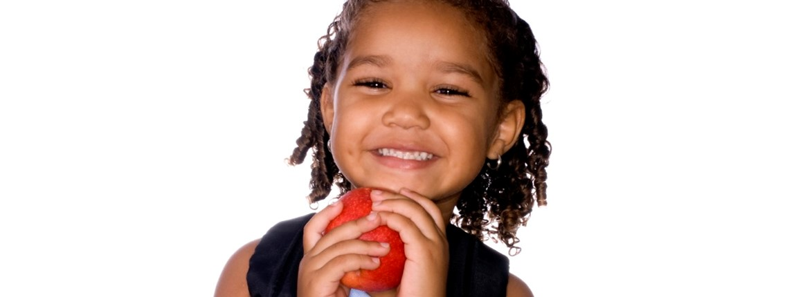 smart-beginnings-smiling-girl-with-apple